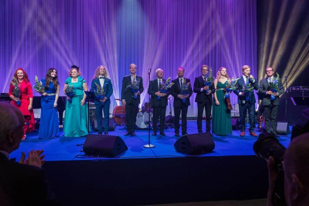 Daindra, J. Ahola, TV Orkesteri, Laulavat Tarjoilijat ym.8.9ym
