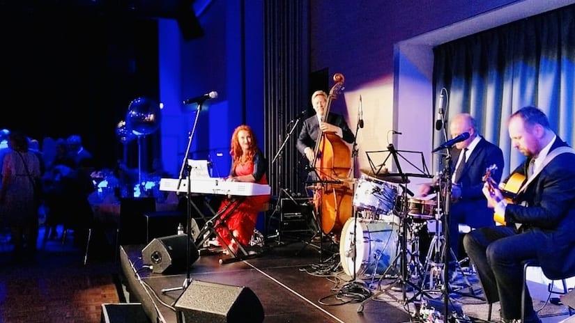 Eurotox Congress Clarion 10.9.19 Tessa Virta Orkesteri & Laulavat Tarjoilijat