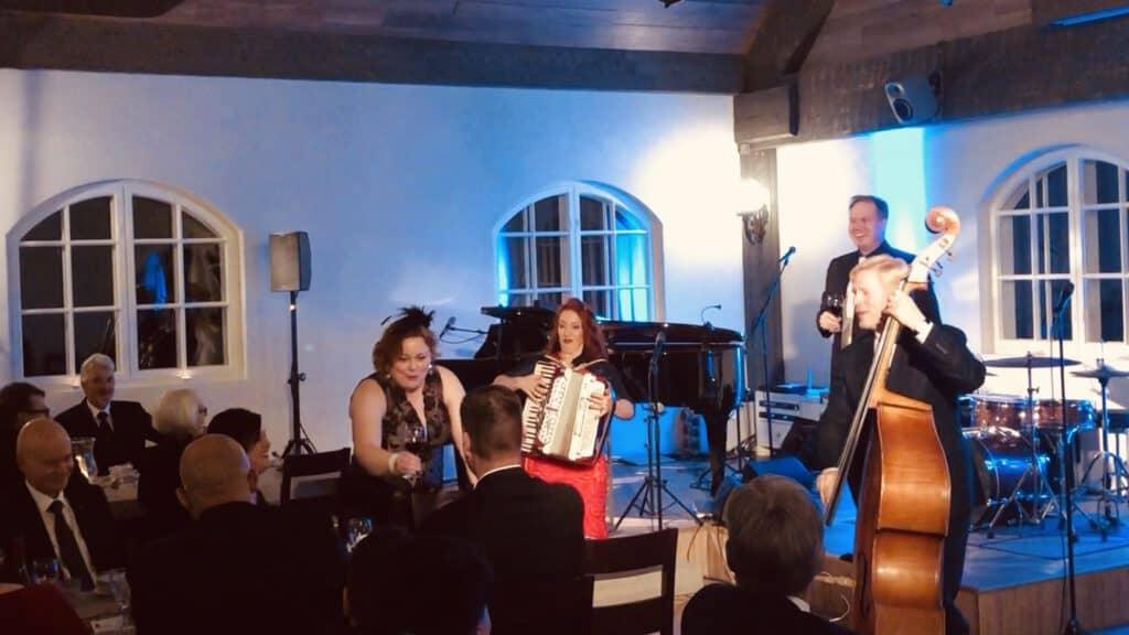 Laulavat Tarjoilijat ja Tessa Virta Duo 19.10.19